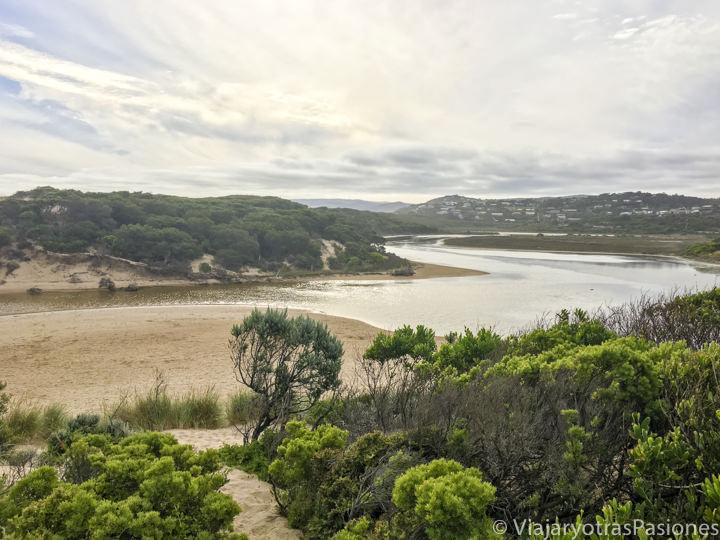 Atardecer en la maravillosa playa de Aireys Inlet en la Great Ocean Road en Australia