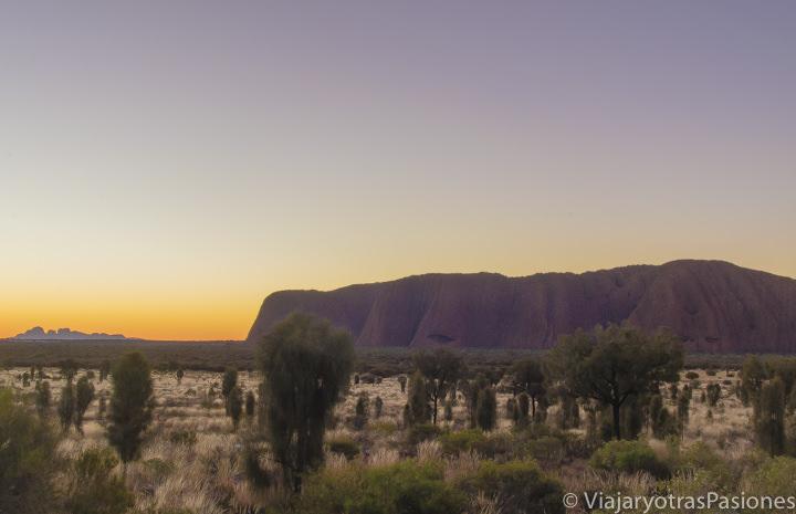 Increíble atardecer en visitar Uluru y Kata Tjuta en el Red Centre en Central Australia