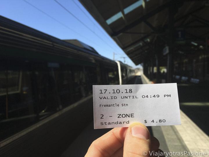 Boleto de tren en la estaciòn de trenes en Fremantle para ir a Perth en Western Australia