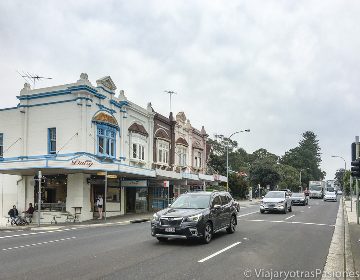 Panorama de la famosa calle de Bondi Road en Sydney, Australia