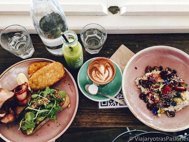 Delicioso brunch en el cafe Fresh Byron en Jonson Street, Byron Bay