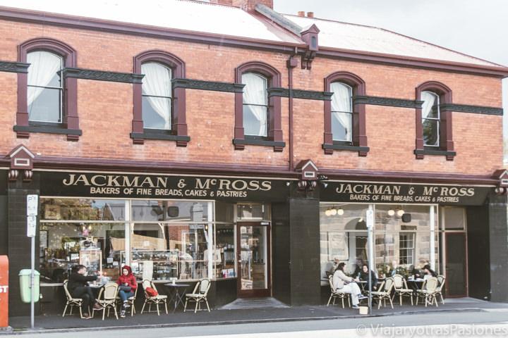 Terrazas de una bonito cafe en el barrio de Battery Point en Tasmania