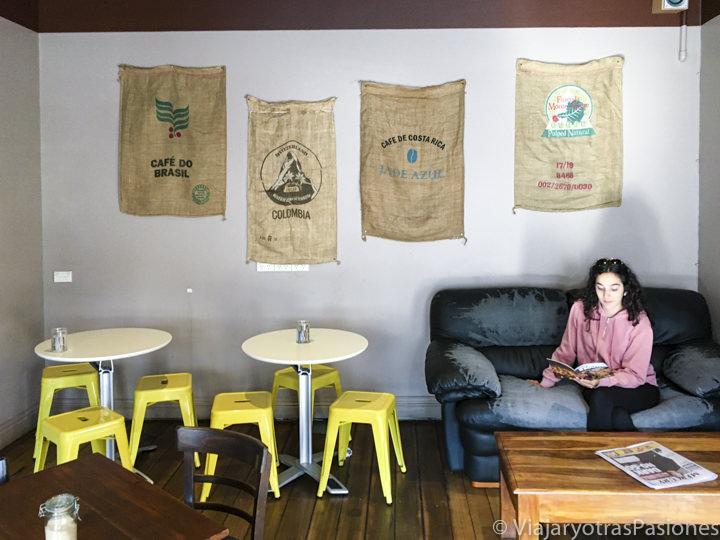 Interior del café Gone Awol en Tasmania, Australia