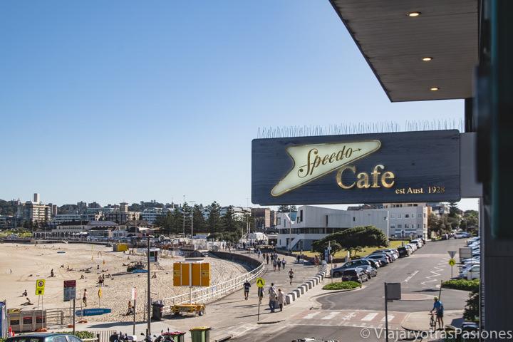 Entrada del Speedo Cafe en la playa de Bondi en Sydney, Australia