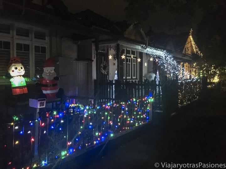 Hermosas decoraciones navideñas en el barrio de Newtown en Sydney, Australia