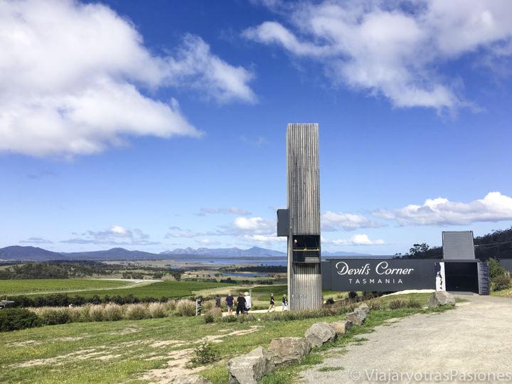 Entrada del Devil's Corner con vista del Freycinet National Park