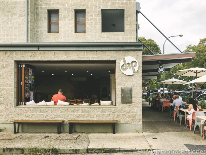 Exterior del Dip Cafe de Byron Bay, Australia