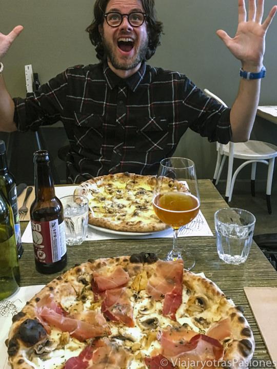 Espectacular pizza en el restaurante Doc Pizza & Mozzarella Bar en Carlton, en Melbourne