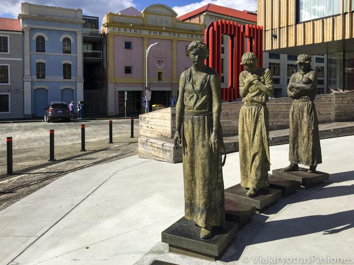 Estatuas en el puerto de Hobart, Tasmania