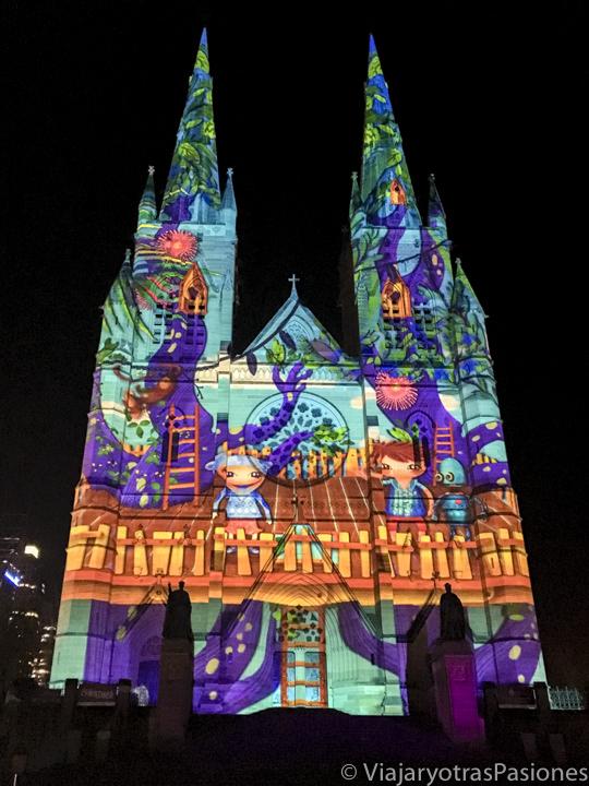 Fachada decorada para Navidad de la Catedral de Sydney, Australia