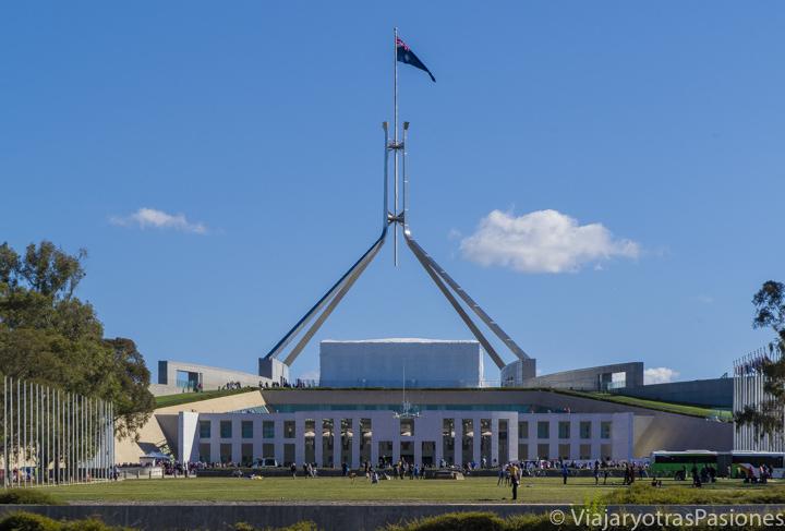 Frente del parlamento nuevo en la visita a Canberra en Australia