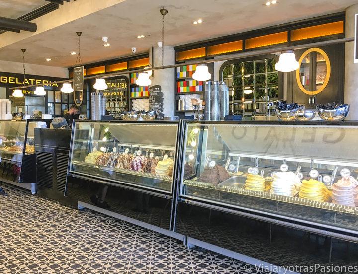 Interior de una gelateria de Bondi Beach en Sydney, Australia