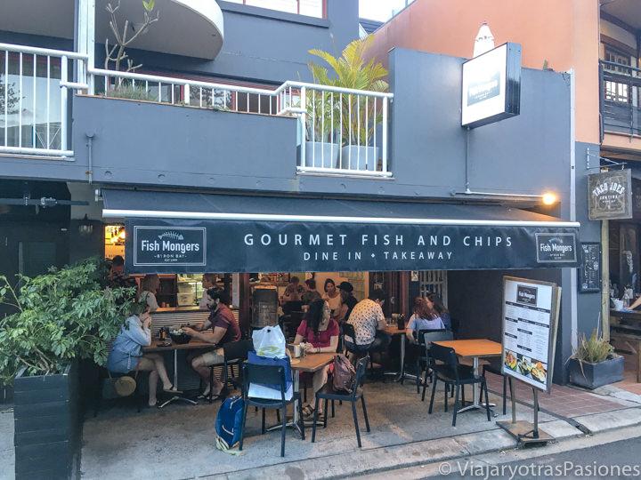 Entrada del Gourmet Fish and Chips en Byron Bay, Australia