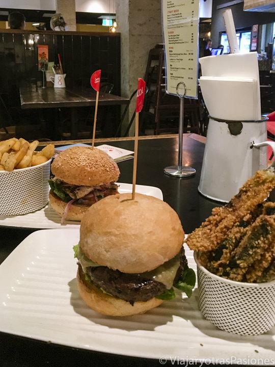 Espectaculares burgers en un restaurante de Grilld, en Australia