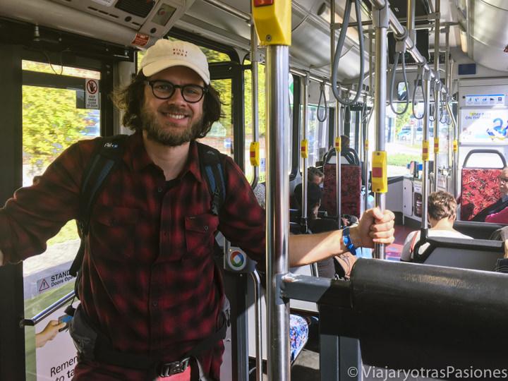 Interior de un bus del transporte público de Sydney, Australia