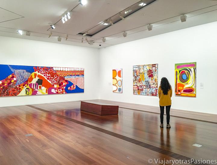 Interior del museo de arte de Victoria, Australia