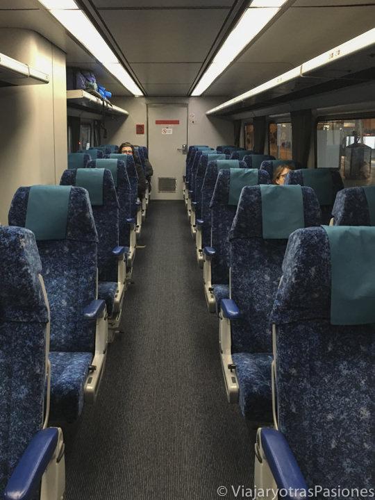 Interior del tren para ir da Sydney a Melbourne, en Australia