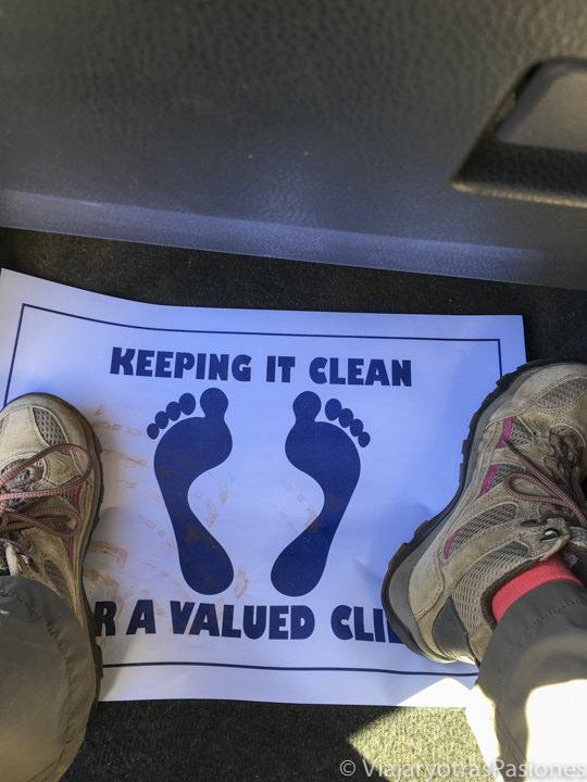 Señal de mantener el coche limpio en un coche de alquiler en Australia