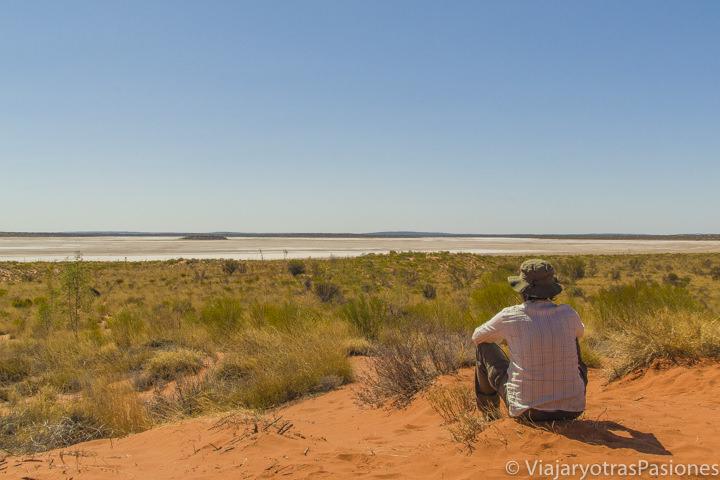 Sorpresa en el Outback australiano cerca de Uluru y Kata Tjuta en el Red Centre de Central Australia