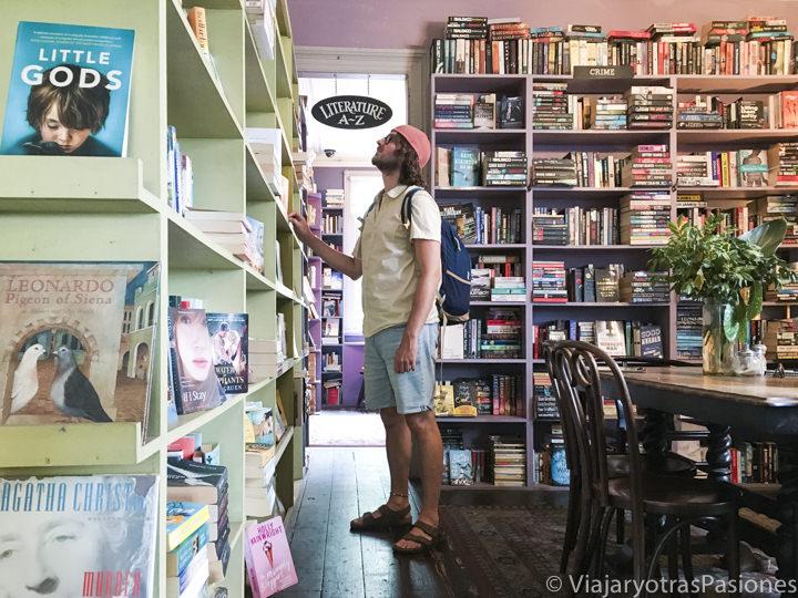 Sala interior de la bonita librería Ampersand Cafe and Books en Paddington, Sydney