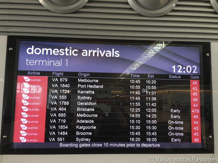Pantalla de las llegadas en el aeropuerto de Perth en Western Australia