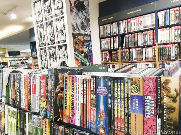 Interior de la librería Kinokuniya con la famosa sección de manga en Sydney, Australia
