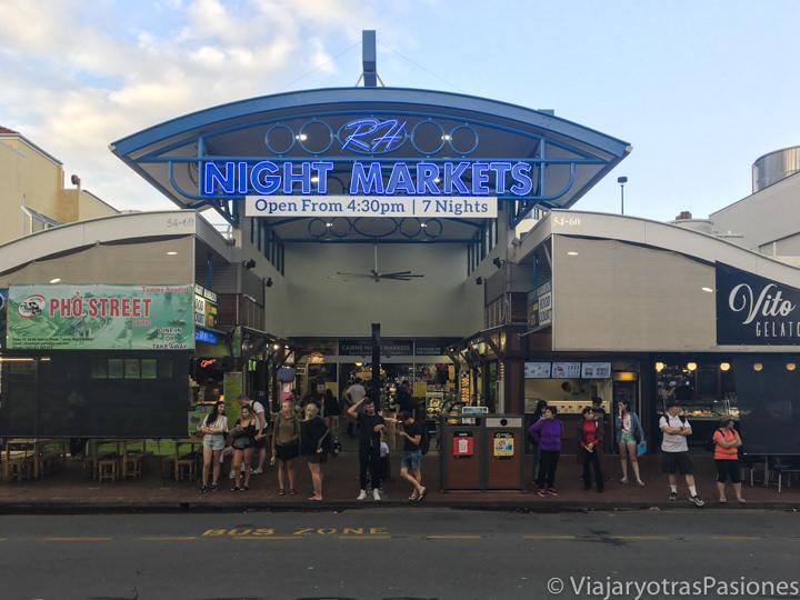 Entrada de los Night Markets en el centro de Cairns en Queensland, Australia
