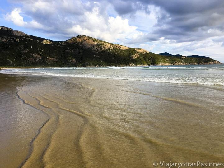 Bonita playa cerca de Tidal River en el Wilsons Promontory en el viaje a Melbourne y Victoria en Australia