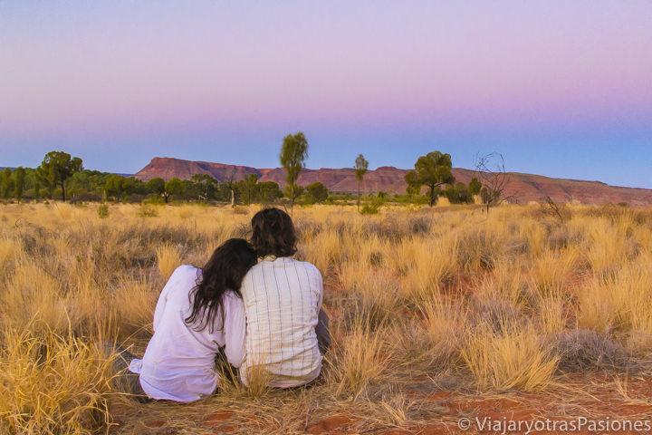 Espectacular atardecer en el camping cerca del Kings Canyon en Australia