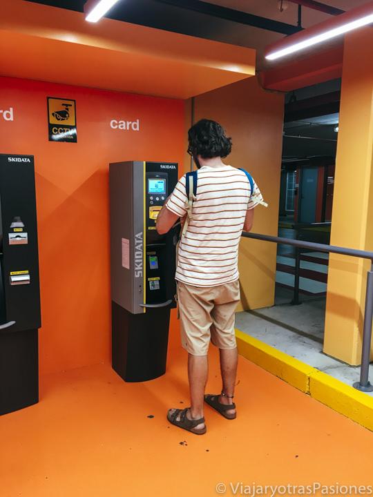 Pagando el parking en el centro de Brisbane, Australia