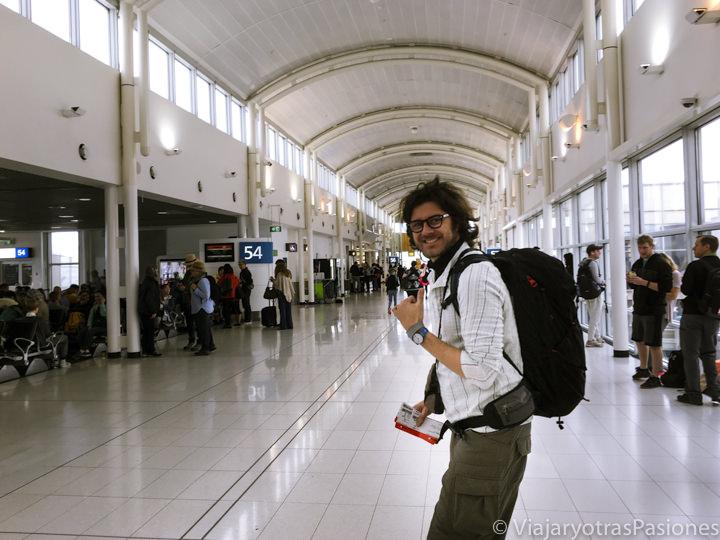 En el pasillo para ir al Gate en el aeropuerto doméstico de Sydney, Australia
