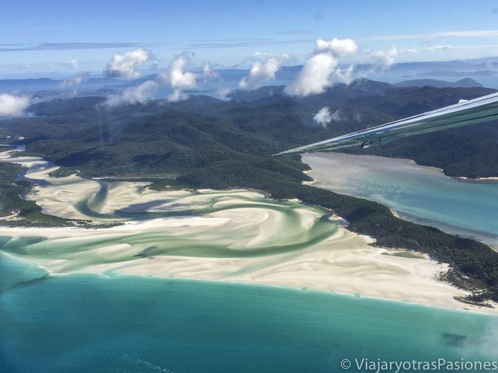 Hermoso panorama de Whitehaven Beach desde al avión en Australia