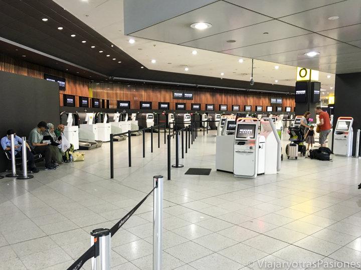 Sala de las llegadas en el aeropuerto de Melbourne en Australia