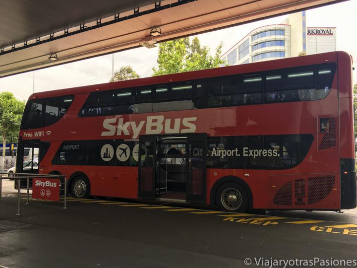 El famoso Sky Bus para llegar a Melbourne desde el aeropuerto en Australia