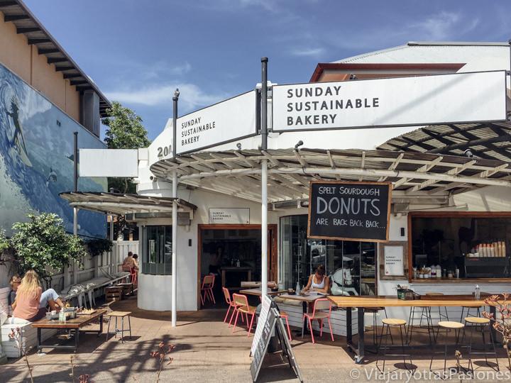 Entrada de la espectacular Sunday Sustainable Bakery en Byron Bay