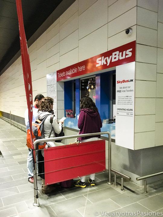 Taquilla de el Sky Bus en el aeropuerto de Melbourne en Australia