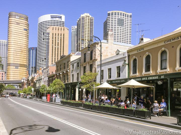 Característica calle del bonito barrio de The Rocks en Sydney, Australia