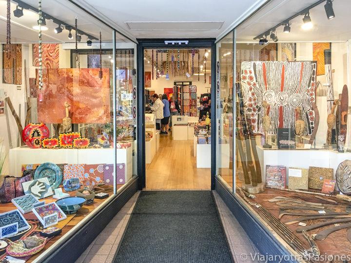 Interior de la tienda de artesanía aborigen en Manly, Australia