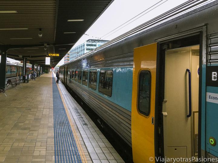 Andén en el interior de la Central Station en Sydney, Australia